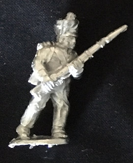 SRI 105 Infantryman advancing, musket at 45 degrees, short jacket covered shako