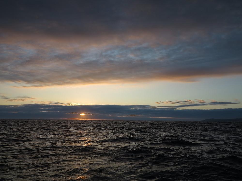 Amanecer llegando a Galápagos