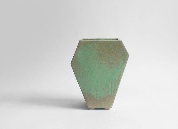 žalia šešiakampė vaza