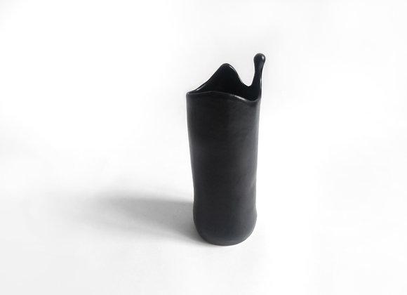 juoda matinė vaza