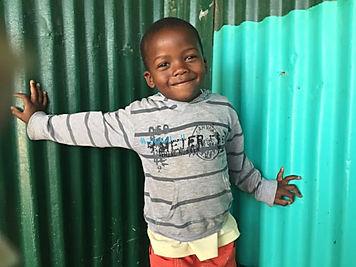 Kinder in Afrika werden durch Mon Coeur geholfen