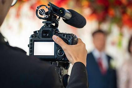 --female-videographer-backside-are-shooi