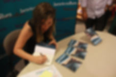 Nalini autografano livro
