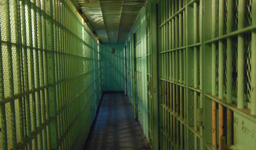 jail-cells-429638_1920a.jpg