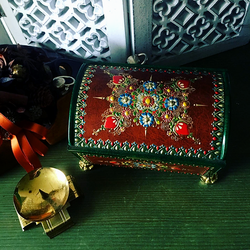 Victorian Ornate Storage Vintage Treasure Box