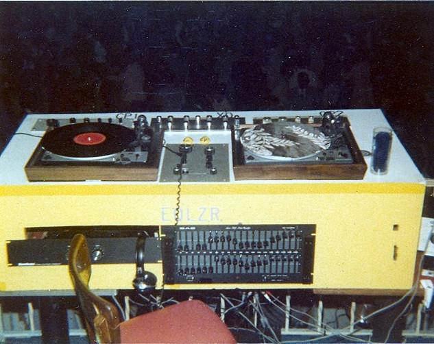 Console 1