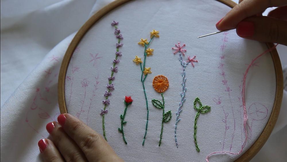 איך לרקום פרחים בחמישה תכים