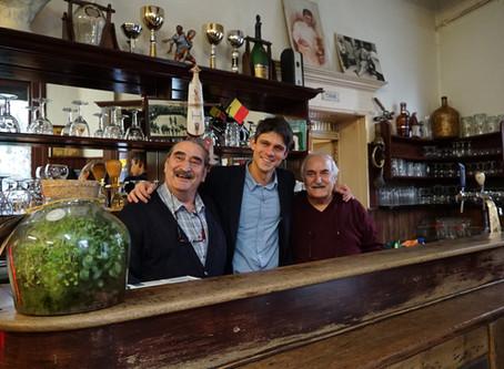 Oudste Griekse café in Molenbeek krijgt boek en film