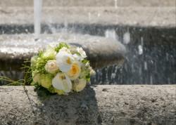 Klassischer Brautstrauß in cremeweiß