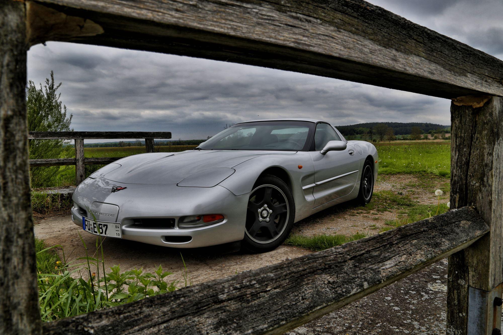 Corvette mit Rahmen