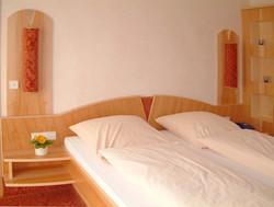 Schlafzimmer (10).jpg