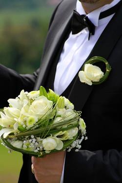 Brautstrauß und Herrenanstecker