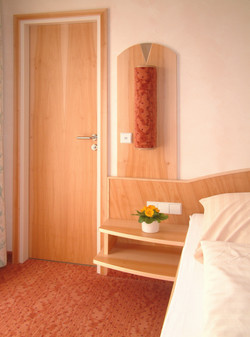 Schlafzimmer (8).jpg