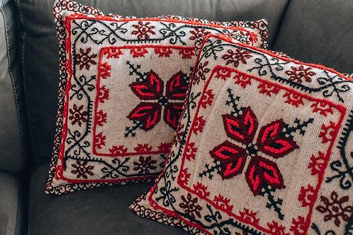 Cojines de lana con iconografía mazahua