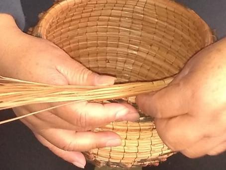 El arte de tejer el pino.