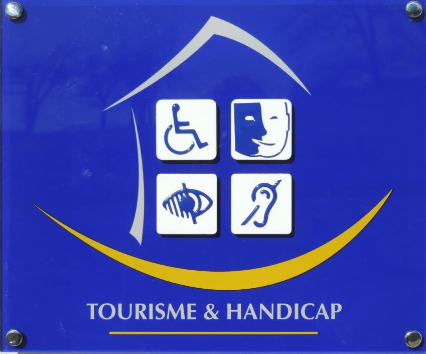 """Label """"Turismo y Handicap"""""""