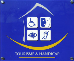 "Label ""Turismo y Handicap"""