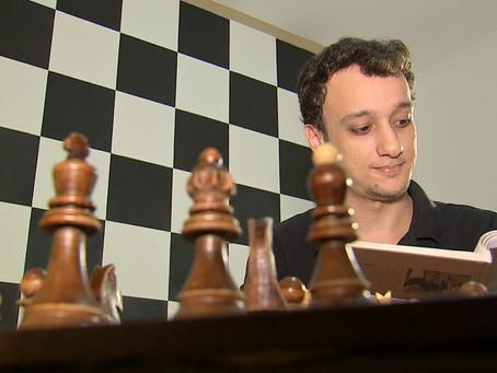 Luis Paulo Supi: O brasileiro que derrotou o campeão mundial de xadrez.
