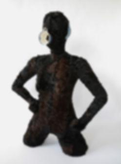 vrouw beeld kringloop kunst textiel bontjas anneliet van beelen bont keramiek