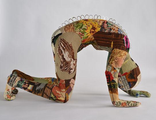 vrouw borduurwerk gobelin scharen girl in trouble anneliet van beelen beeld kringloop textiel