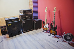 Backline amps & basses studio A