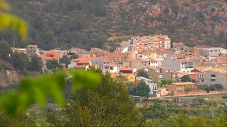El arte urbano tiñe de color un pueblo de Castellón