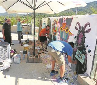 El MIAU de Fanzara se pone en marcha con un mural camaleónico