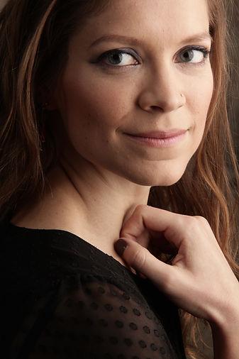 Sarah Champion - Mezzo Soprano - -® Stud