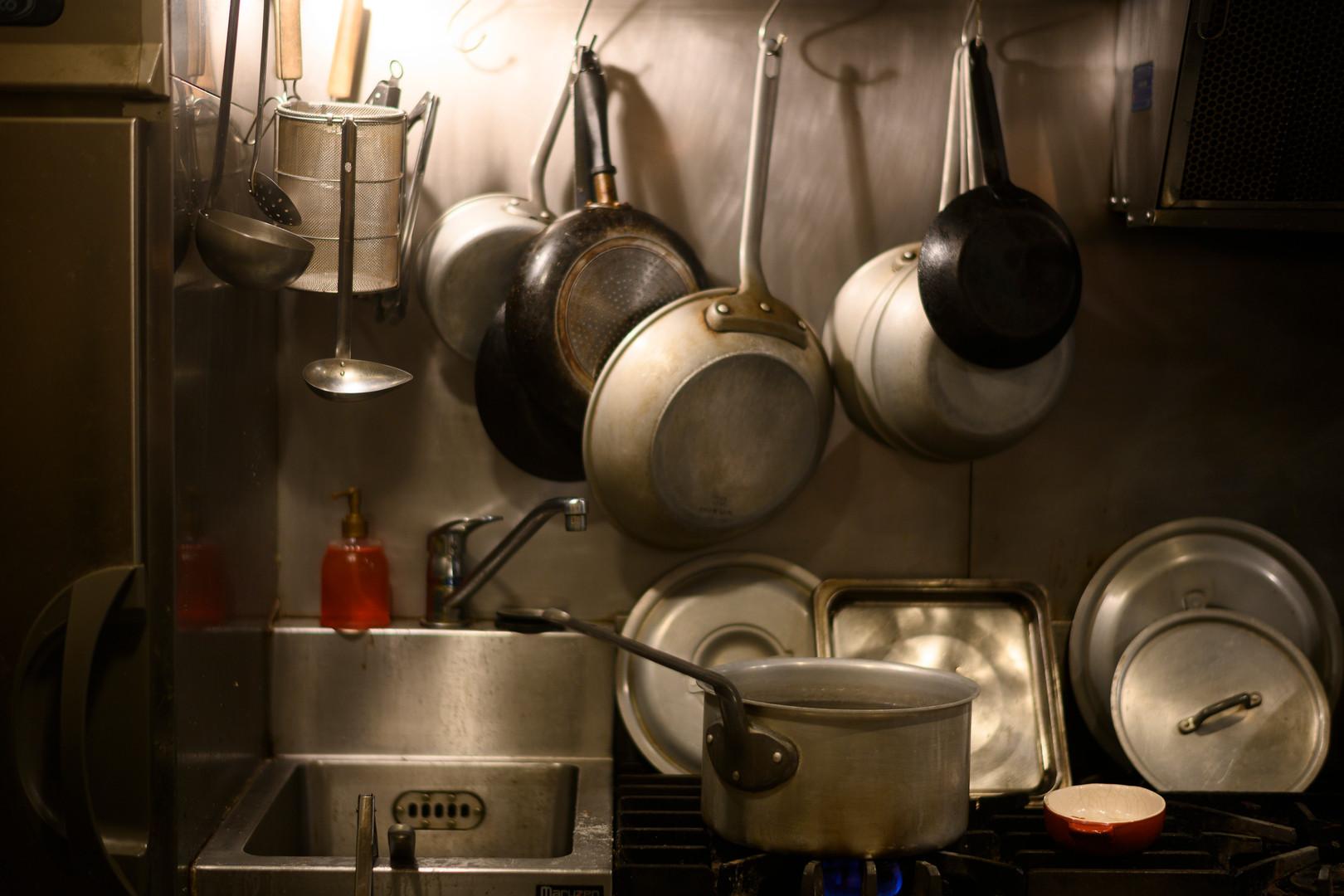 美味しいものが生まれる厨房
