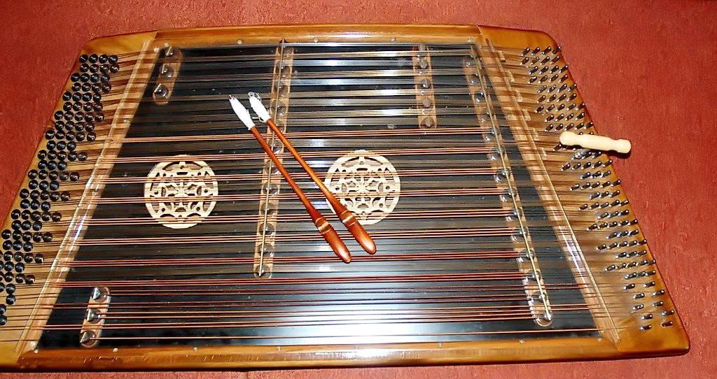 Traditional santouri