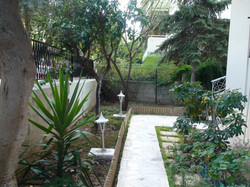 Front-yard patio