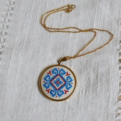 Embroidered medallion with lace