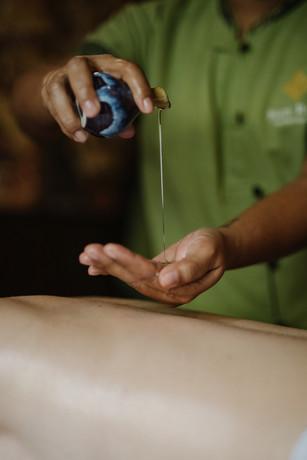 Olejek do masażu wlewany w dłoń
