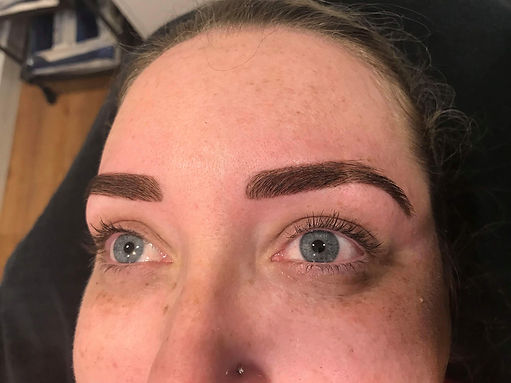 The Difference Between Henna And Regular Eyebrow Tint Cosmetic