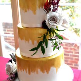 gold + white cakee.jpg