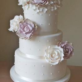 elegant-white-wedding-cakes.jpg