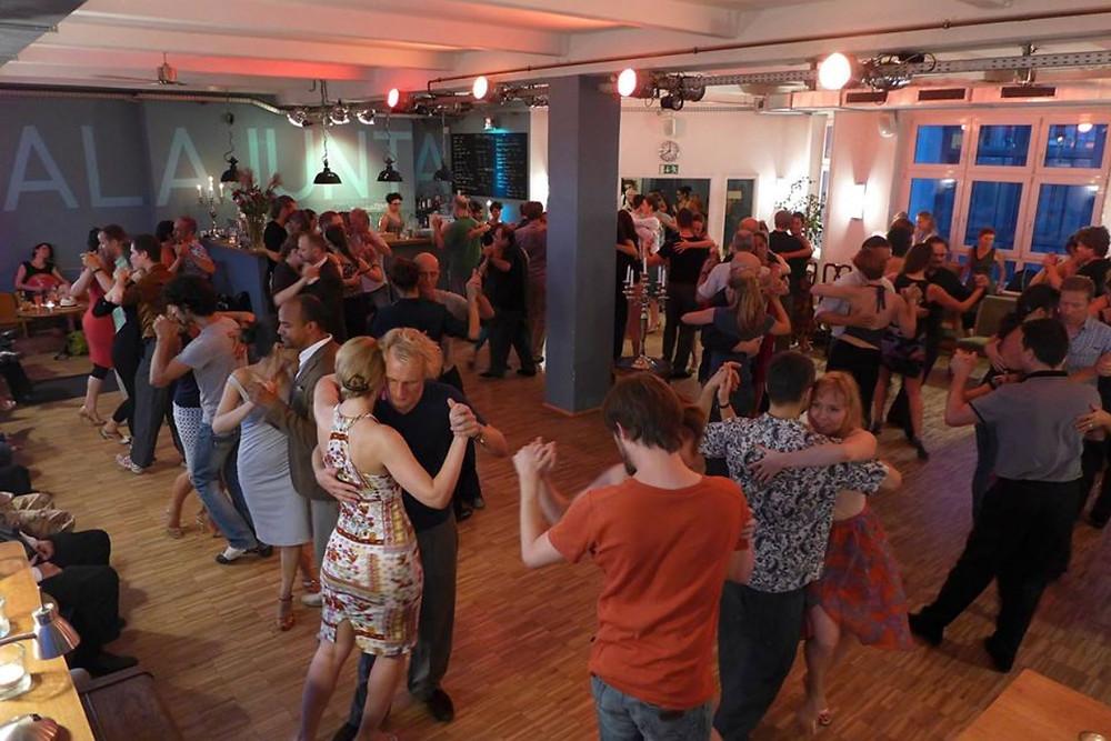 Café Domnguez im Tangostudio Mala Junta in Berlin-Schöneberg