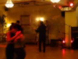 Tango-Kolumne Teil 3: Lass Dich einfach fallen beim Tango tanzen