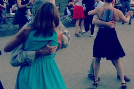 Tangokolumne: Wer führ, führt