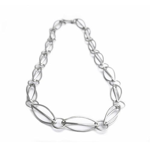 Acorn linear necklace short