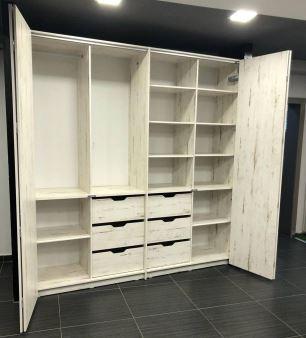 Шкаф со складывающимися дверями
