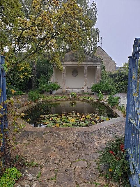 Barnsley+House_Temple++1.jpg