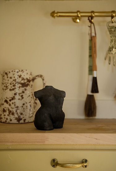 "Skulptur, svart ""Aila"""