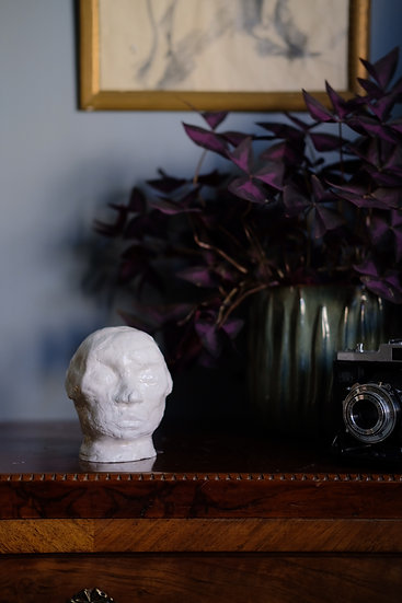 "Skulptur, vit, ""Rolf"" (glaserat)"