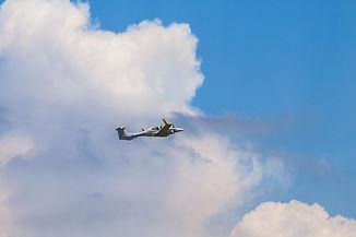 照片06:安捷教練機DA42NG於16日中午12時56分飛離桃園國際機場。(照片