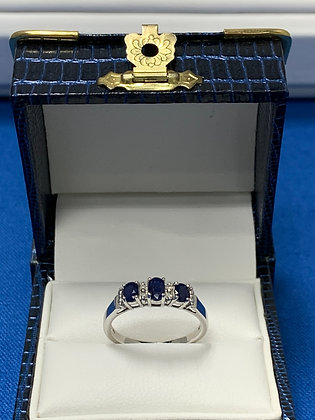 White Gold Sapphire & Diamond Ringg