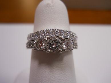 Platinum Diamond Engagement Ring & Matching Wedding Band