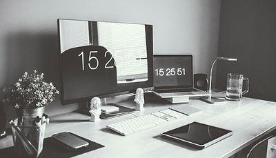moderner Schreibtisch