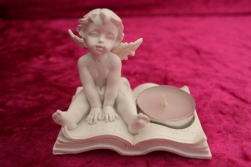 petit ange sur livre