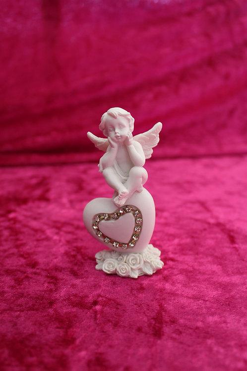 petit Ange assis sur coeur